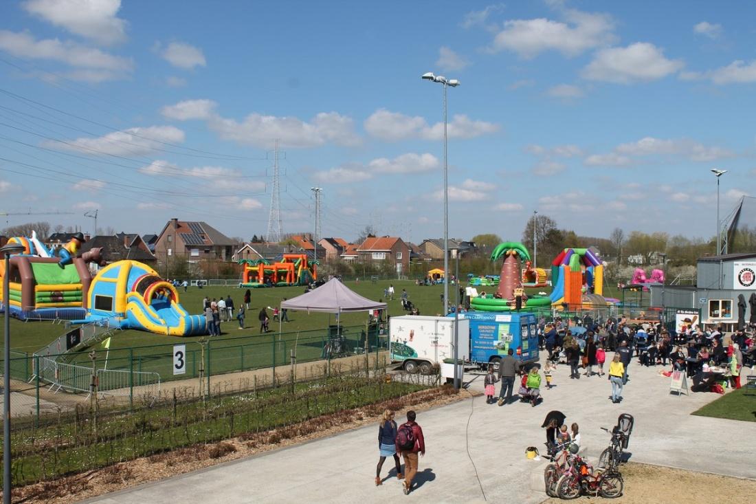 Goeiedag foto s springkastelen festival in merchtem for Bureau 13 merchtem